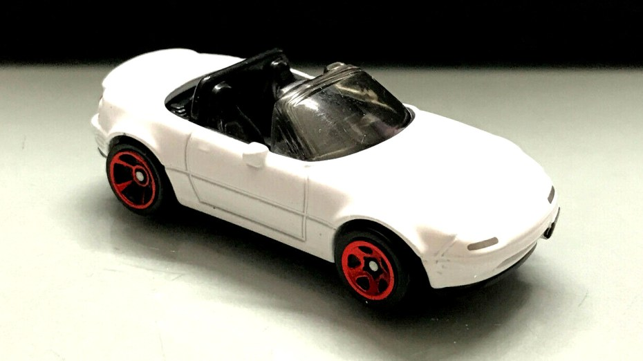 Hot-Wheels-Mainline-2020-Mazda-MX-5-Miata-003