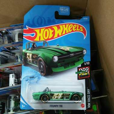 Hot-Wheels-Mainline-2020-Triumph-TR6-001