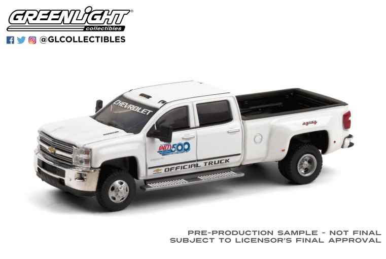 GreenLight-Collectibles-Dually-Drivers-6-2017-Chevrolet-Silverado-3500-Dually-Indy-500-PennGrade