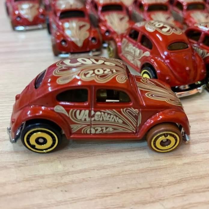 Hot-Wheels-2021-Volkswagen-Beetle-Valentine-Day-002