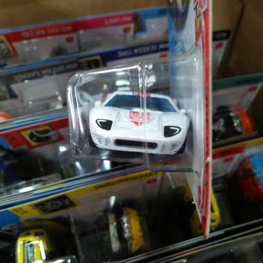 Hot-Wheels-Mainline-2021-Ford-GT40-Gumball-3000-003