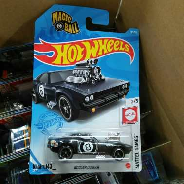 Hot Wheels-Super-Treasure-Hunt-2021-Rodger-Dodger-002