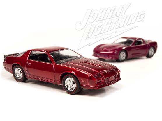 Johnny-Lightning-Chevy-Camaro-Z28-2012-Chevy-Corvette-Z06-002