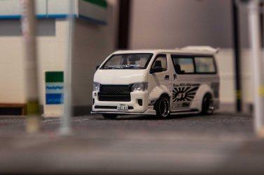 Tarmac-Works-Toyota-Hiace-Widebody-004
