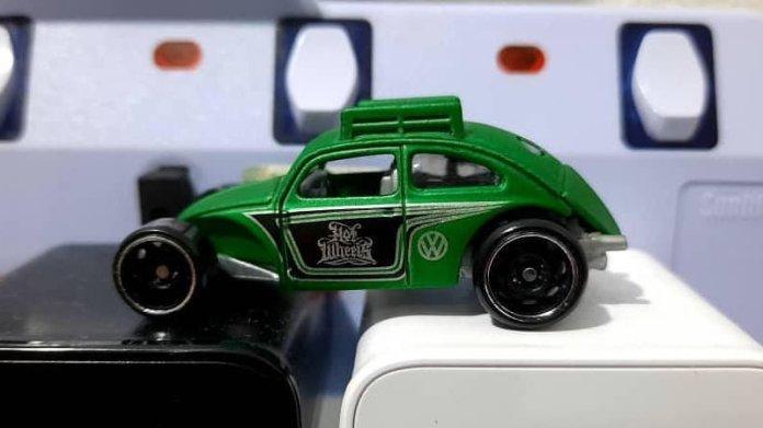 Hot-Wheels-Custom-Volkswagen-Beetle-002