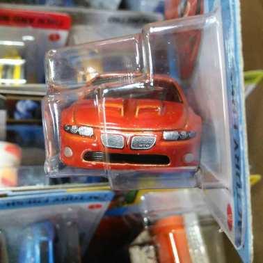 Hot-Wheels-Mainline-2012-2006-Pontiac-GTO-003