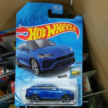 Hot-Wheels-Mainline-2021-17-Lamborghini-Urus-001