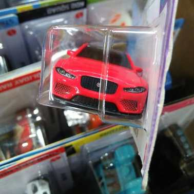 Hot-Wheels-Mainline-2021-Jaguar-XE-SV-Project-8-003