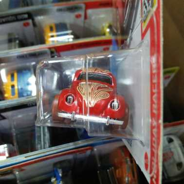 Hot-Wheels-Mainline-2021-Volkswagen-Beetle-Valentine-Day-003