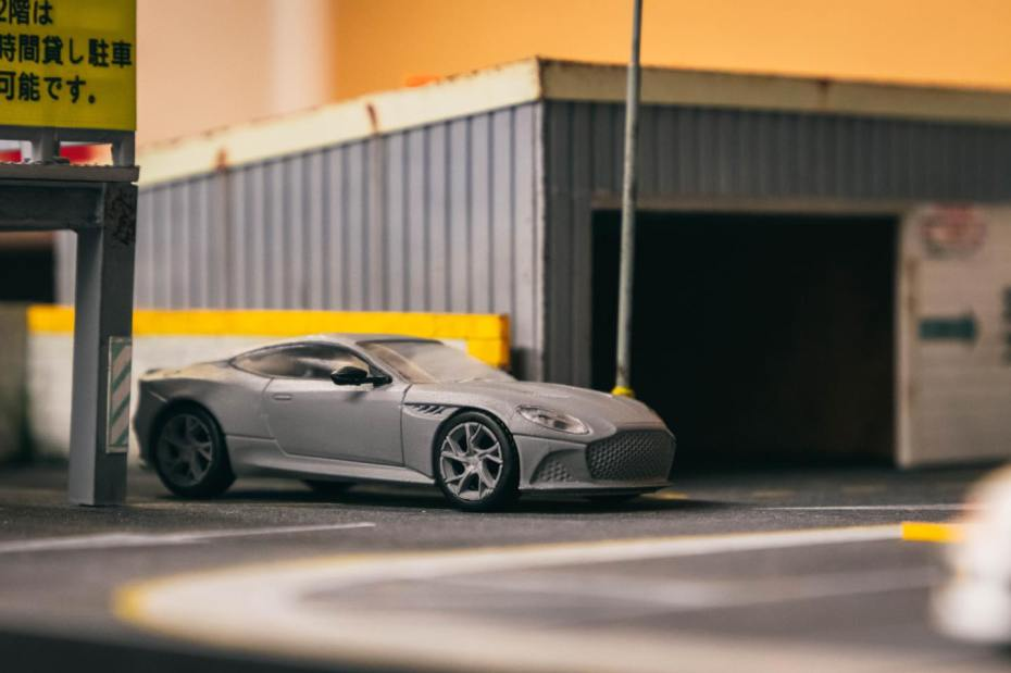 Tarmac-Works-Aston-Martin-DBS- Superleggera-001