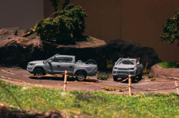 Tarmac-Works-Toyota-Hilux-006