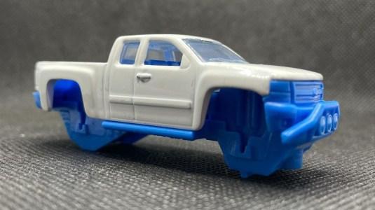 Hot-Wheels-2021-Chevy-Silverado-001