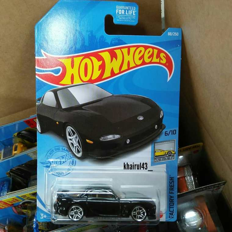 Hot-Wheels-Mainline-2021-Mazda-RX-7-FD-001