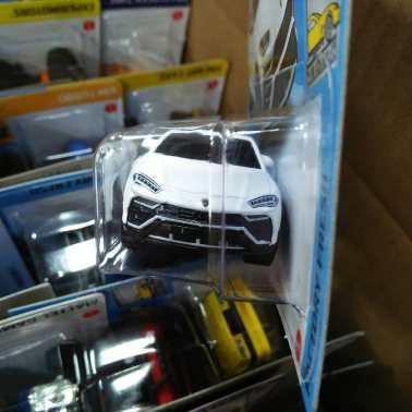 Hot-Wheels-Mainline-2021-17-Lamborghini-Urus-003