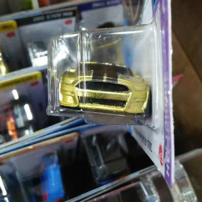 Hot-Wheels-Mainline-2021-2020-Ford-Mustang-Shelby-GT500-Super-Treasure-Hunt-003