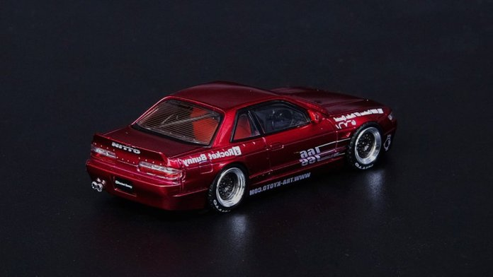 Inno64-Nissan-Silvia-S13-Pandem-Rocket-Bunny-V1-Red-002