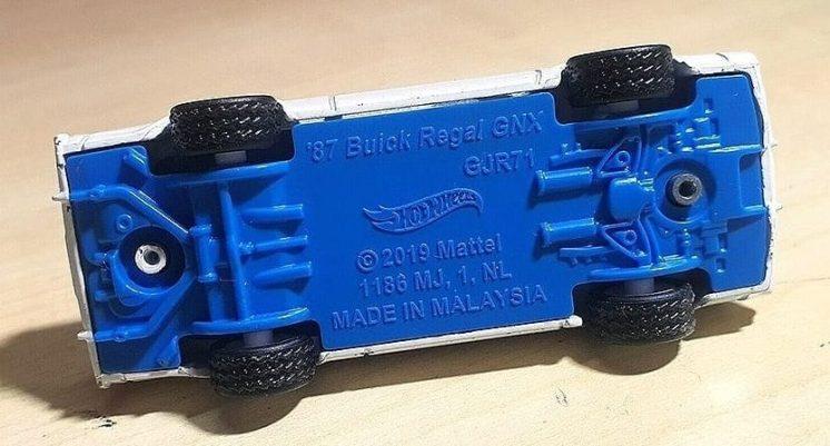 Hot-Wheels-2021-87-Buick-Grand-National-GNX-005