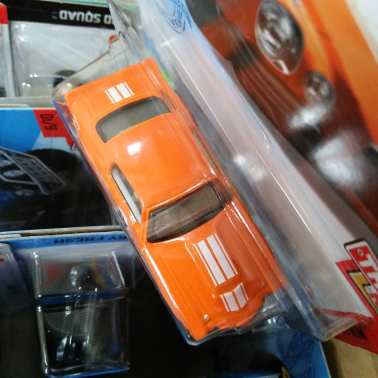Hot-Wheels-Mainline-2021-70-Chevy-Camaro-RS-005