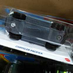 Hot-Wheels-Mainline-2021-Chrysler-Pacifica-006