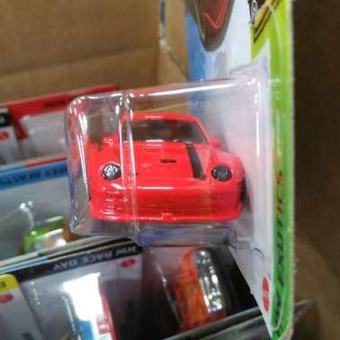 Hot-Wheels-Mainline-2021-Porsche-993-GT2-003