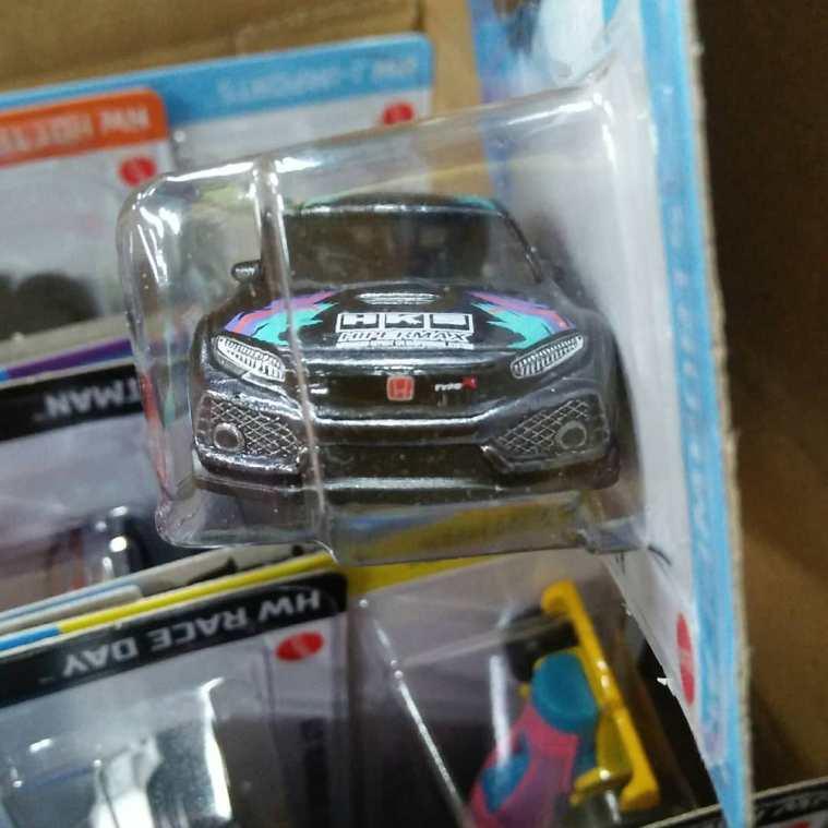 Hot-Wheels-Mainline-Super-Treasure-Hunt-2021-Honda-Civic-Type-R-HKS-003