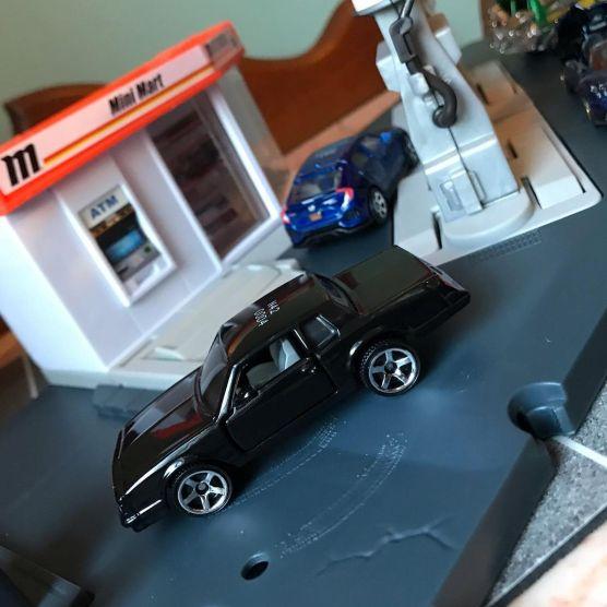 Matchbox-2021-Chevrolet-Monte-Carlo-LS-Pagani-Huayra-Roadster-001