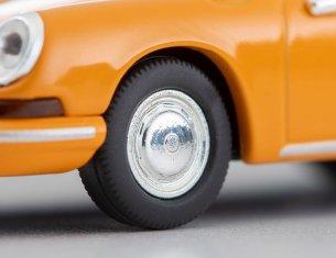 Tomica-Limited-Vintage-Neo-Porsche-911S-Jaune-005