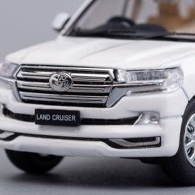 Hobby-Japan-Minicar-Project-Toyota-Land-Cruiser-200-blanc-015