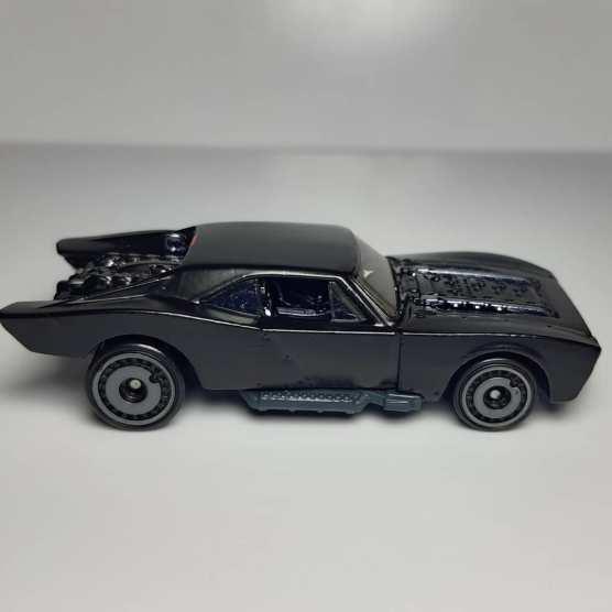 Hot-Wheels-2021-Batmobile-002