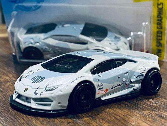 Hot-Wheels-Mainline-2021-Lamborghini-Huracan-Liberty-Walk-Mad-Mike-Whiddett-001
