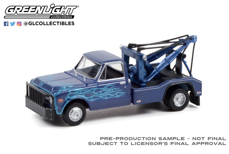 GreenLight-Collectibles-Dually-Drivers-Series-8-1969-Chevrolet-C-30-Dually-Wrecker