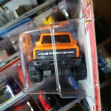 Hot-Wheels-2021-Orange-Ford-Bronco-003