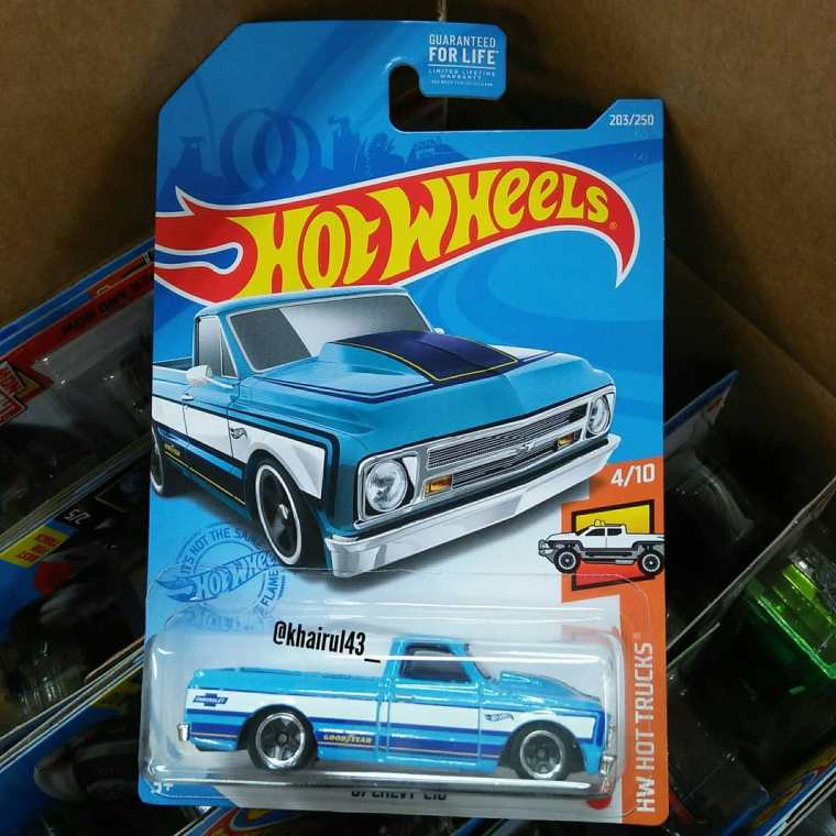 Hot-Wheels-Mainline-2021-67-Chevy-C10-001
