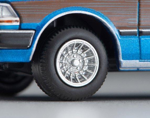 Tomica-Limited-Vintage-Neo-Nissan-Gloria-Wagon-GL-bleu-005