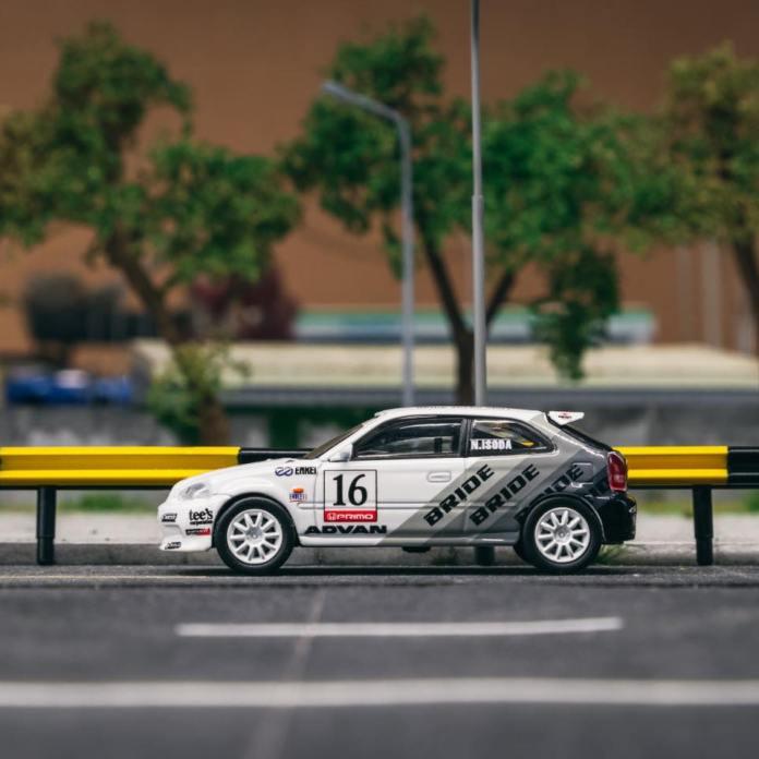 Tarmac-Works-Honda-Civic-Type-R-EK9-Bride-Racing-001