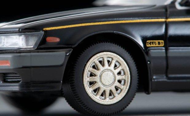 Tomica-Limited-Vintage-Neo-Nissan-Laurel-Medalist-Club-S-002