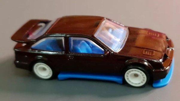 Hot-Wheels-87-Ford-Sierra-Cosworth-001
