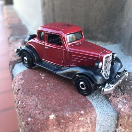 Matchbox-1934-Chevy-Master-Coupe-2020-Tesla-Roadster-001