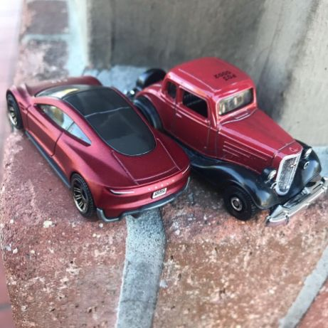 Matchbox-1934-Chevy-Master-Coupe-2020-Tesla-Roadster-002
