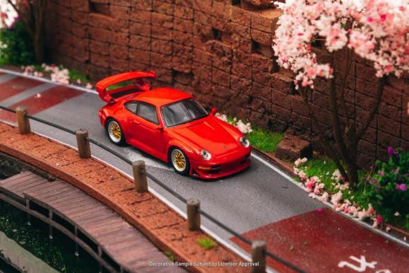 Tarmac-Works-Porsche-993-GT2-by-Schuco-001