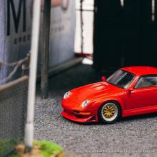 Tarmac-Works-Porsche-993-GT2-by-Schuco-003
