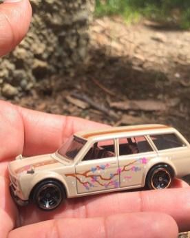 Hot-Wheels-Nightburnerz-5-Pack-71-Datsun-Bluebird-510-Wagon-003