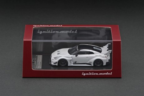 Ignition-Model-LB-Silhouette-Works-GT-Nissan-35GT-RR-Matte-Pearl-White-003