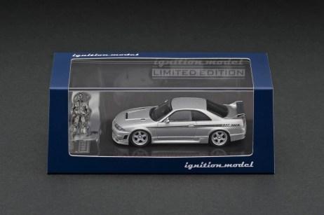 Ignition-Model-Nismo-R33-GT-R-400R-Silver-With-Mr-Matsuda-003