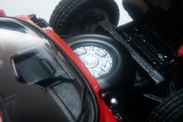 Tomica-Limited-Vintage-Neo-Lamborghini-Miura-P400-Vermilion-009