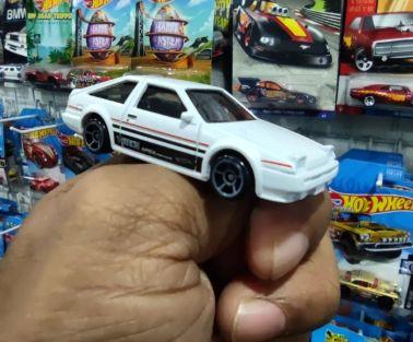 Hot-Wheels-2022-Toyota-AE86-Sprinter-Trueno-006