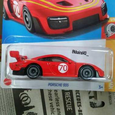 Hot-Wheels-Mainline-2022-Porsche-935-002
