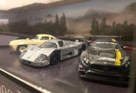 Hot-Wheels-Mercedes-Benz-Diorama-Set-001