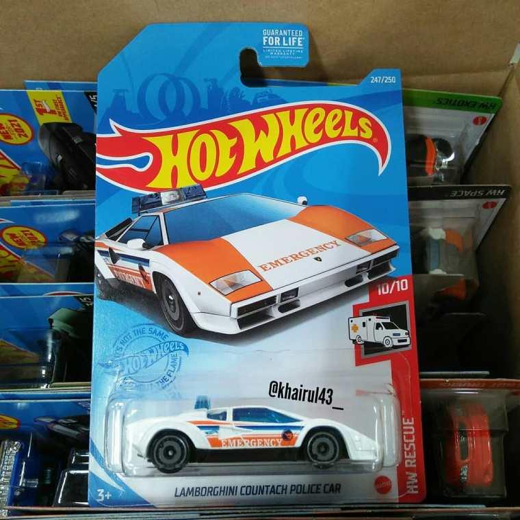 Hot-Wheels-Treasure-Hunt-2021-Lamborghini-Countach-Police-Car-001