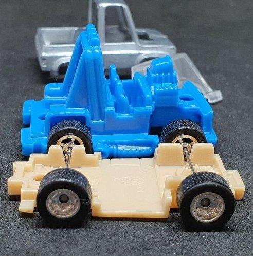 Hot-Wheels-83-Tooned-Chevy-Silverado-006